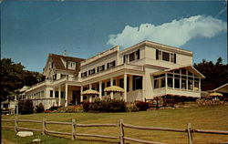Spruce Point Inn And Lodges