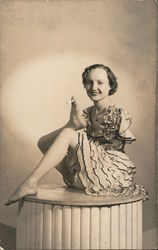 1938 Armless Frances O'Connor smoking a cigarette with her toes Postcard
