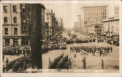 Portage Ave-Winnipeg-American soldiers on parade Postcard