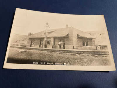 1900's RPPC Postcard Train Railroad Northern Pacific Depot Trident, Montana