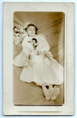 Creepy dead girl with doll, postmortem c. 1910, photo postcard RPPC