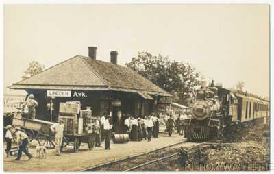 1907 RPPC Lincoln Arkansas Train Arrives Depot Railroad Station Big Crowd MINT!!
