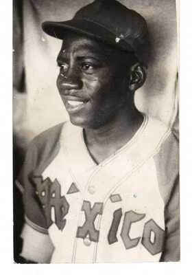 1947 Orig Mexican Baseball Photo Postcard Negro League Star Player LEON RUFFIN