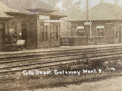 RPPC 1917 GATEWAY MONTANA Great Northern RR Depot WALDO British Columbia Post