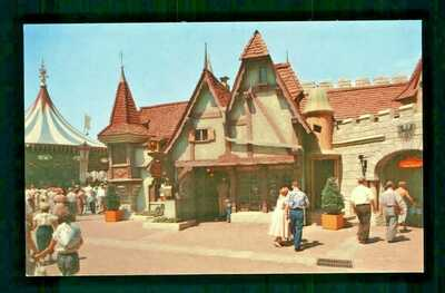 Postcard Disneyland Merlins Magic Shop King Arthur's Eerie Wizard Tricks. G2