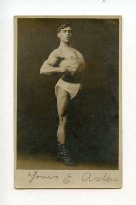 #15 OLD PHOTO ATHLETE MUSCLE MAN YOUTH PHYSIQUE STRONGMAN SNAPSHOT GAY