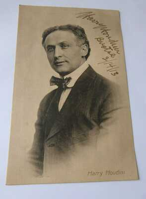 Antique HARRY HOUDINI ESCAPOLOGIST HAND SIGNED POSTCARD - 1913