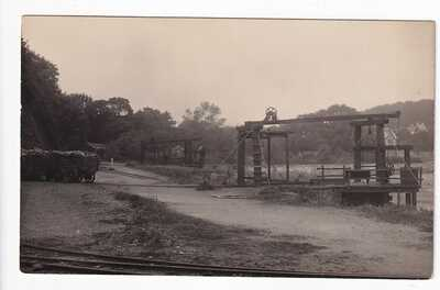 NO CAPTION BUT IDENTIFIED AS TERMINUS OF SAUNDERSFOOT RLY & COAL TIPS AT HARBOUR