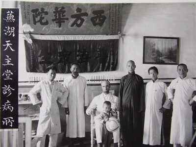 CHINA real photo - 1930' WUHU CATHOLIC HOSPITAL - Medical Team