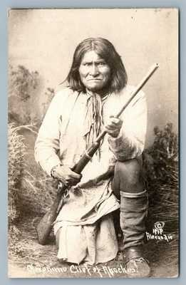 AMERICAN APACHE INDIAN CHIEF GERONIMO w/ RIFLE ANTIQUE REAL PHOTO POSTCARD RPPC