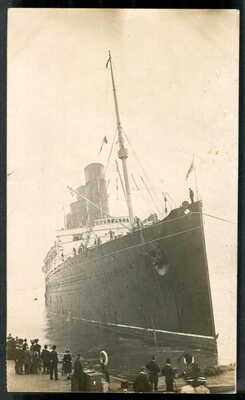 """""""LUSITANIA"""" berthing at Liverpool, day of MAIDEN VOYAGE (trimmed), 7 Sep.1907 RP"""