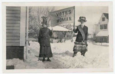 VOTES FOR WOMEN RIGHTS SUFFRAGETTE TOWN MEETING 1916 REAL PHOTO POSTCARD RPPC