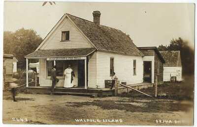 (Indian Souvenir and Postcard store) Walpole Island, Ontario,  RPPC, Pesha 2643