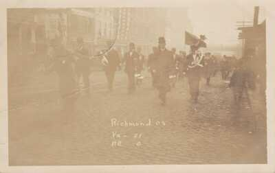 OLD REAL PHOTO UNIVERSITY OF VIRGINIA POSTCARD FOOTBALL 1908 PARADE VA 31 - NC 0