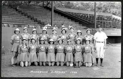 "Muskegon Michigan, ""LASSIES"" LADIES BASEBALL TEAM, Sharp 1946 RPPC Postcard"